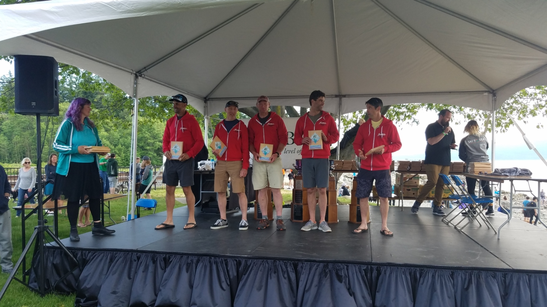 Boomer's Drive-In 2019 Ski to Sea Competitive Open team gets their 1st place awards